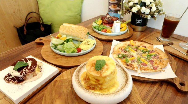 新竹食記 – 成真咖啡(竹北文興店)。必吃必點的舒芙蕾厚鬆餅、療癒系彩虹飯、喝出人生的酸甜苦創意咖啡